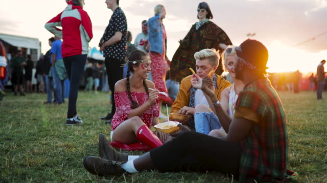 snacks at music festival with friends - music festival stock videos & royalty-free footage
