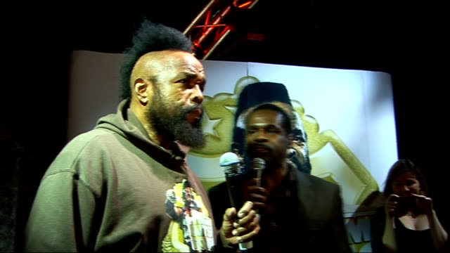 'snickers get some nuts' tour: mr t and other celebrity interviews; mr t answering questions on stage sot - speaks about men in britain and how some... - an answer film title stock videos & royalty-free footage