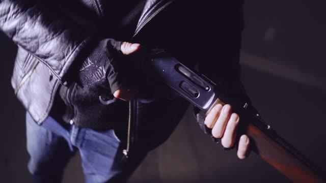 sniper-training auf einem schießstand. ak-47 pistole details - schusswaffe stock-videos und b-roll-filmmaterial