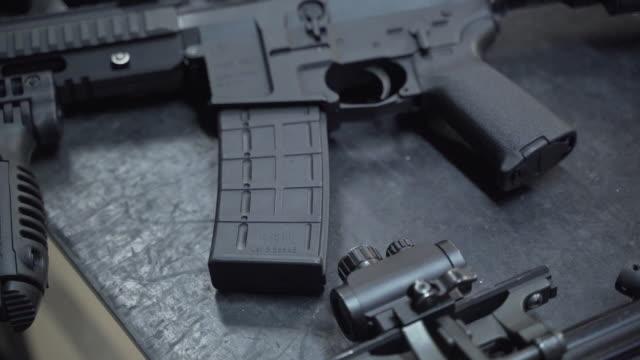 sniper-training auf einem schießstand. ak-47 - schusswaffe stock-videos und b-roll-filmmaterial