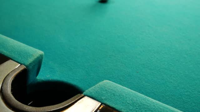 Snooker-Kugel auf Billard, Snooker oder Pool-Spiel am grünen Tisch, internationalen Sport.