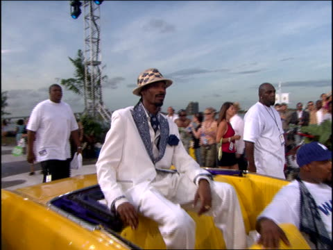 Snoop Dogg arriving at the 2005 MTV Video Music Awards in his yellow low rider
