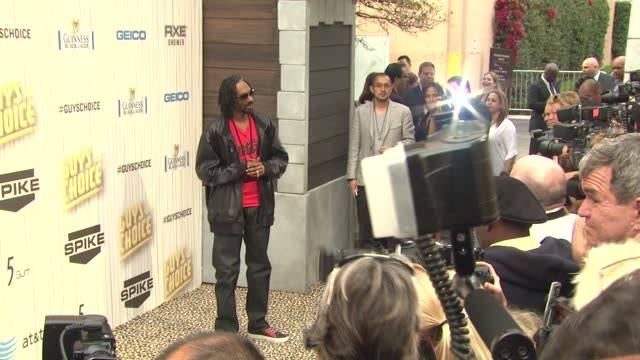 snoop dogg at spike tv's 2013 guys choice on 6/8/2013 in culver city, ca. - snoop dogg stock videos & royalty-free footage