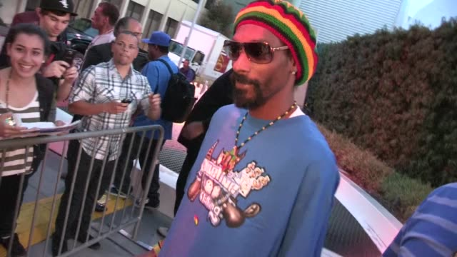 snoop dogg greets fans at marley premiere in hollywood 04/17/12 snoop dogg greets fans at marley premiere in holly on april 17, 2012 in los angeles,... - snoop dogg stock videos & royalty-free footage