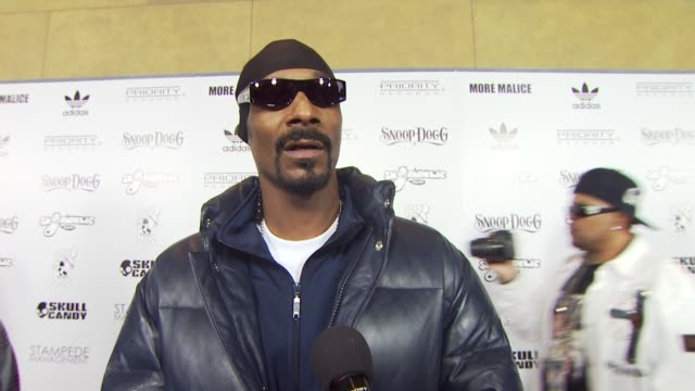 snoop dogg on the shoe release at the adidas snoop dogg celebrate more malice deluxe album and mini movie at hollywood ca - cd発売点の映像素材/bロール