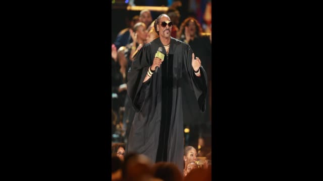 snoop dogg performs onstage at the 2018 bet awards at microsoft theater on june 24, 2018 in los angeles, california. - bet awards bildbanksvideor och videomaterial från bakom kulisserna