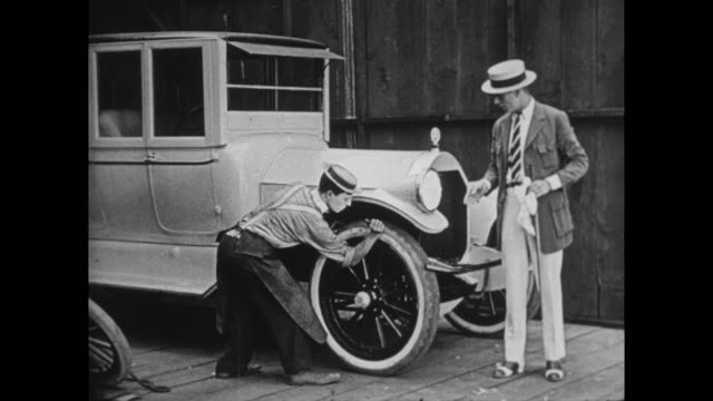 1922 Snooty customer brings in fancy car for repair