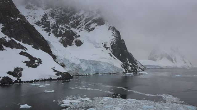 snow and ice meet the sea in antarctica - antarctica melting stock videos & royalty-free footage