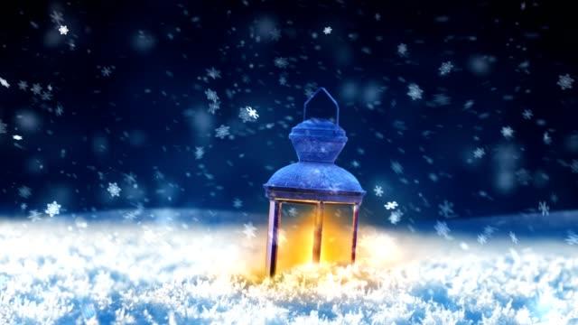 snow and lantern - lanterna attrezzatura per illuminazione video stock e b–roll