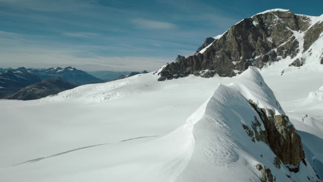 vidéos et rushes de snow and rock in patagonian mountains - azul