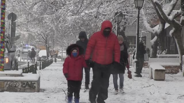 GRC: Snow in Athens as cold front hits Greece