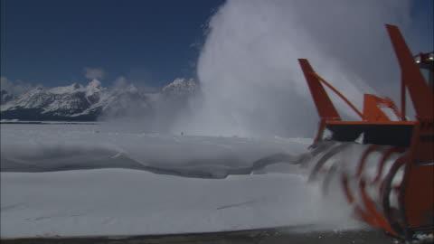 vídeos y material grabado en eventos de stock de a snow blower clears a road. - arar