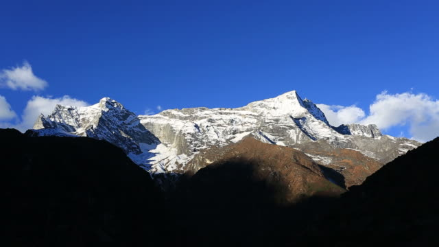 snow capped konge mountain, dudh koshi river valley, sagarmatha national park, himalayan mountains, nepal - mt everest national park stock videos and b-roll footage