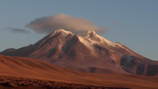 t/l ws snow capped mountain at sunset, san pedro de atacama, el loa, chile - san pedro de atacama stock videos & royalty-free footage