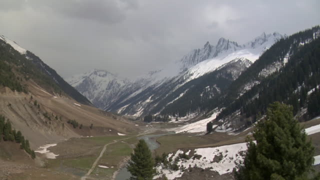 ws, snow capped mountains and valley, sonmarg, kashmir, jammu and kashmir, india - valley stock videos & royalty-free footage