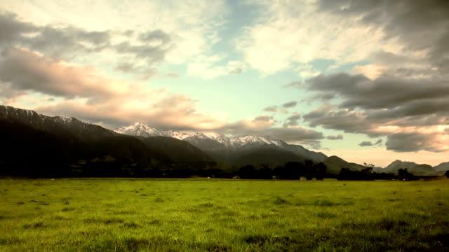 snow capped mountains at dawn - kaikoura stock videos & royalty-free footage