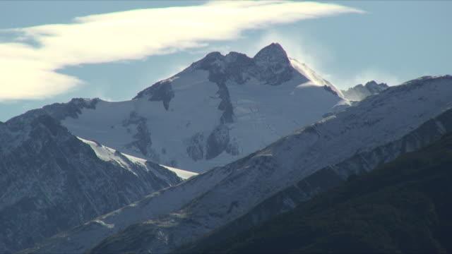 ms snow capped peak of mt aspiring, mt aspiring national park, new zealand - new zealand stock-videos und b-roll-filmmaterial