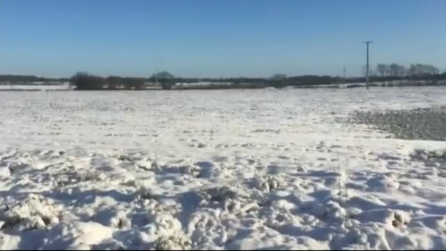snow causes travel disruption with further cold weather forecast england stansted pan easyjet plane along car along runway past stationary ryanair... - ライアンエアー点の映像素材/bロール