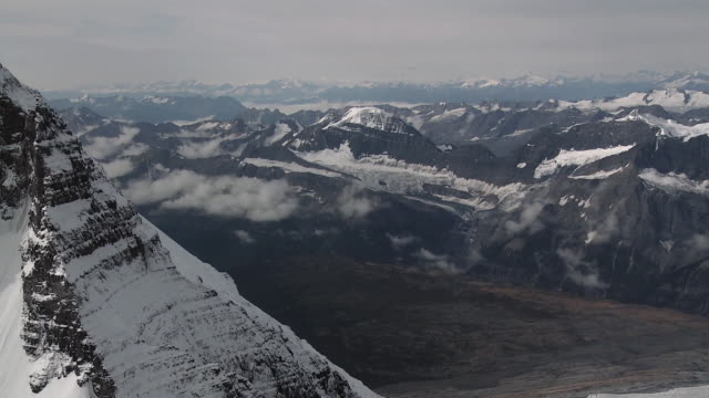 stockvideo's en b-roll-footage met aerial snow covered canadian rockies mountains, jasper national park, alberta, canada - jasper national park