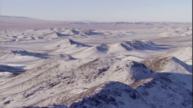 snow covered gobi desert, mongolia available in hd - duna video stock e b–roll