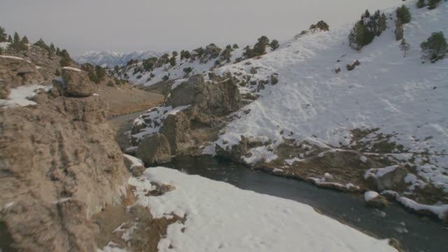ws pov zo snow covered landscapes / mammoth lakes, california, usa - mammoth lakes video stock e b–roll