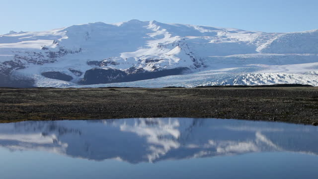 WS Snow covered mountain and fjallsjokull glacier are reflecting in lake / Iceland