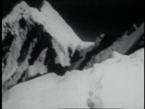 stockvideo's en b-roll-footage met snow covered mountains and hikers camping with tents in snow / nepal - tenzing norgay