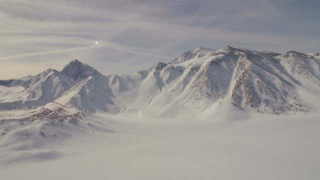 ws snow covered mountains / mammoth lakes, california, usa - mammoth lakes video stock e b–roll