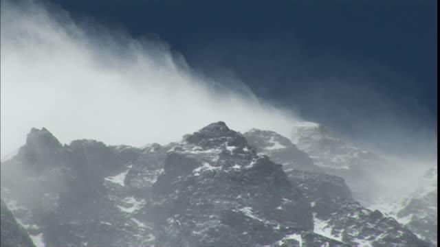 vídeos de stock, filmes e b-roll de ws cu snow covered peaks in  himalayas / yamanouchiŒæ, naganoŒæ, japan - nagano