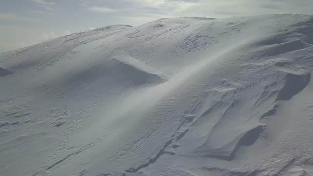 verschneite winterlandschaft berg - georgia stock-videos und b-roll-filmmaterial