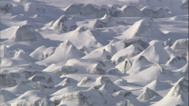 snow covers a rocky landscape in svalbard, norway. - svalbard and jan mayen stock videos & royalty-free footage