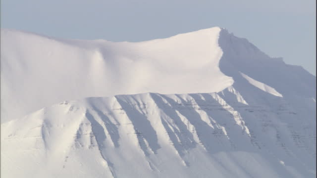 snow covers a sharp mountain ridge in svalbard, norway. - svalbard and jan mayen stock videos & royalty-free footage