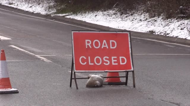 vidéos et rushes de snow covers the a57 at ladybower derbyshire where the snake pass road in closed due to snow - aménagement de l'espace