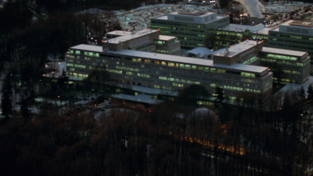 snow covers the ground outside the cia headquarters in langley, virginia. - hauptfirmensitz stock-videos und b-roll-filmmaterial