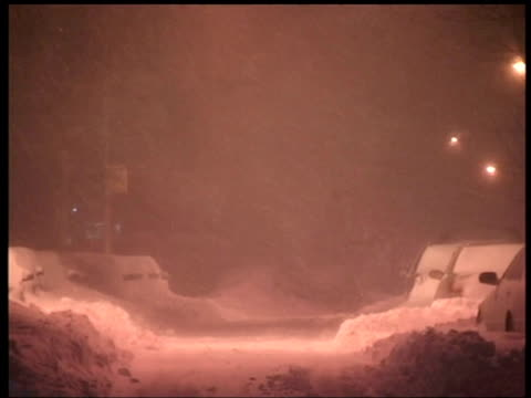 snow drifts bury parked cars on queens street, new york - veicolo di terra per uso personale video stock e b–roll