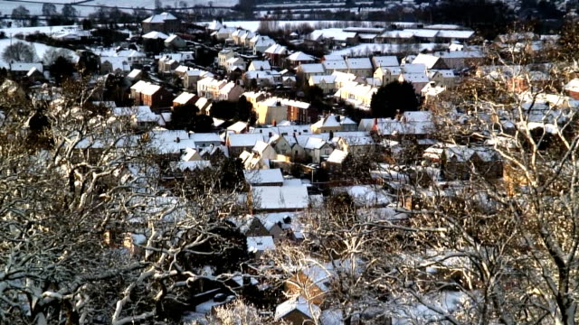 snow dusts rooftops in wotton, gloucestershire, england. - peter snow stock videos & royalty-free footage