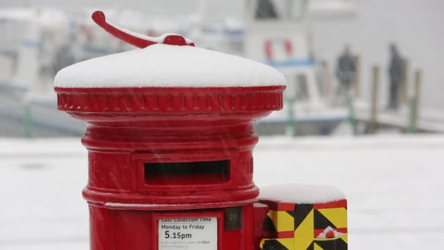 snow falling on a post box at waterhead in ambleside, lake district, uk. - letterbox stock videos & royalty-free footage