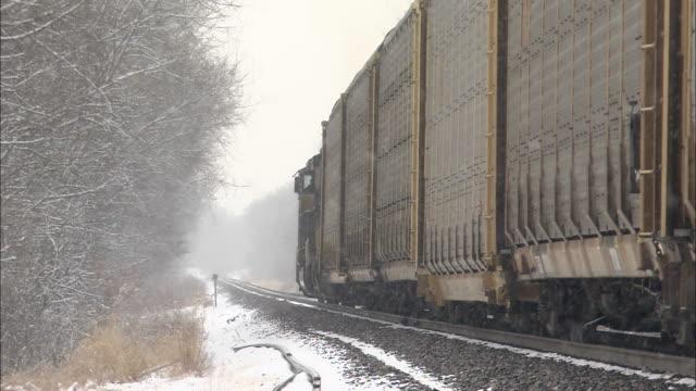 vídeos y material grabado en eventos de stock de snow falls on a slow-moving train. - illinois