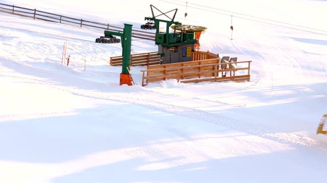 vídeos y material grabado en eventos de stock de máquina pisa nieves (hd - vacaciones en la nieve