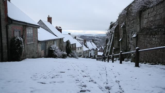 snow has settled on gold hill in the town of shaftesbury in dorset. conditions are set to become more hazardous going into the final week of january... - town stock videos & royalty-free footage