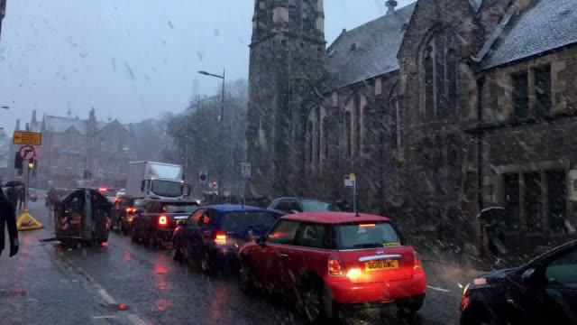 Snow hits Edinburgh as forecasters warn of plunging temperatures and possible disruptionFrequent wintry showers have pushed in overnight with the Met...