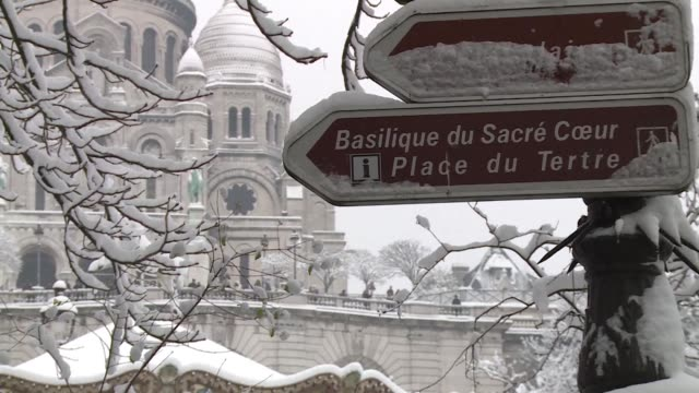 snow loving parisians equip their skis and hit the slopes near montmartre basilica during the french capital's first real dose of wintry weather this... - dose stock videos & royalty-free footage