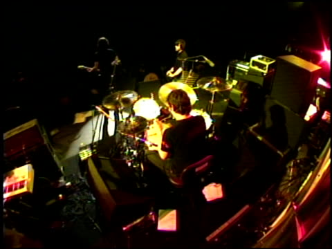 vídeos de stock e filmes b-roll de snow patrol at the 2004 kroq almost acoustic christmas at the universal amphitheatre in universal city california on december 11 2004 - kroq