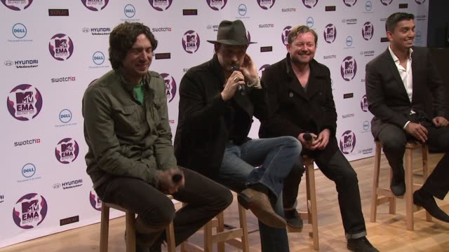 vídeos y material grabado en eventos de stock de snow patrol on being excited about playing to a home crowd at the mtv europe music awards 2011 press conference at belfast northern ireland - snow patrol