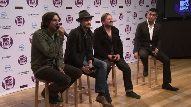 vídeos y material grabado en eventos de stock de snow patrol on how their career has changed the music scene in belfast at the mtv europe music awards 2011 press conference at belfast northern... - snow patrol