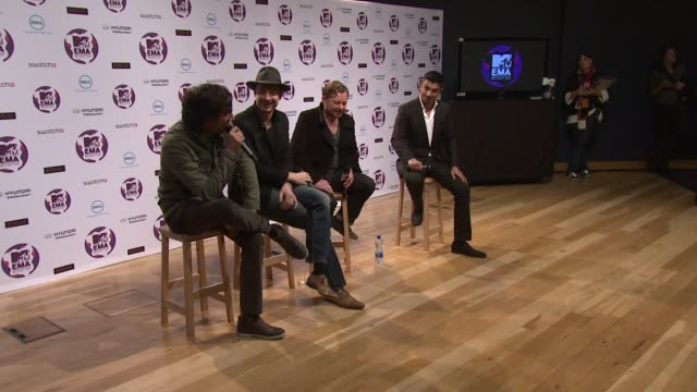 vídeos y material grabado en eventos de stock de snow patrol on what song they would like to cover at the mtv europe music awards 2011 press conference at belfast northern ireland - snow patrol