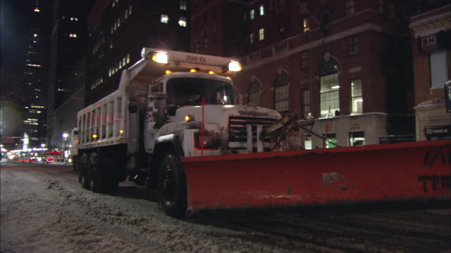 ws pan snow plow at stop light / new york, new york, united states - snowplough stock videos & royalty-free footage