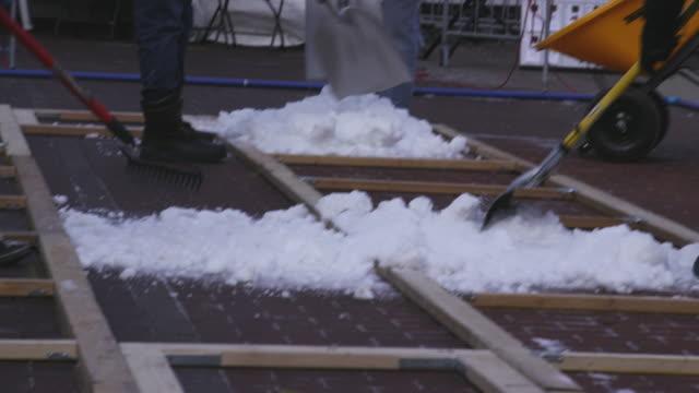 vídeos de stock e filmes b-roll de snow preparation at autonomous snowplow competition - pá para neve
