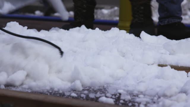 vídeos de stock e filmes b-roll de snow preparation at self-driving snowplow content - pá para neve