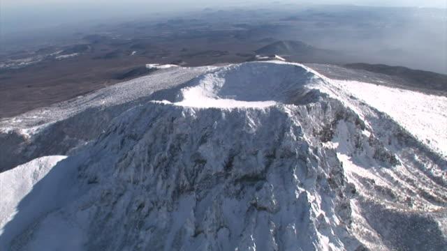 snow scene at mt hallasan national park (unesco world heritage and famous travel destination) in jeju island - 韓国点の映像素材/bロール